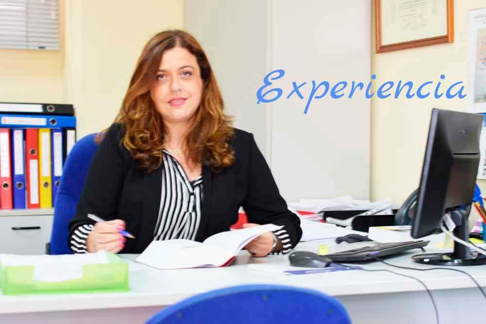 María Martínez organizando las secciones jurídica y Laboral de GescomSl
